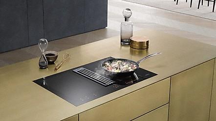 miele taques induction avec hotte aspirante. Black Bedroom Furniture Sets. Home Design Ideas